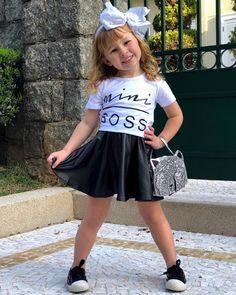 """e7afd1925fa Carol   Mafe on Instagram  """"Chegou quem manda no Pedaço """"Mini Boss"""".  Heheheh 😍 . Look  acessorios eencantosdaanalu Tiara e Bolsa  ducarecapetit  .…"""""""