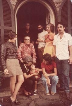 Família Buarque de Hollanda: Sérgio Buarque e D. Maria Amélia e os filhos - Álvaro, Sergito, Maria do Carmo (Piii), Ana, Christina e Chico, na casa da Rua Buri.