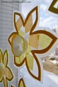 Spring crafts for toddlers - flower suncatchers Daffodil Craft, Daffodil Day, Spring Toddler Crafts, Summer Crafts, Spring Craft For Toddlers, Spring Crafts For Preschoolers, Spring Theme, Spring Art, Preschool Crafts
