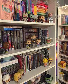 Bookshelf arrangement | seliahreads bookstagram shelfie