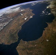 Die Straat van Gibraltar  is die seestraat wat die Atlantiese Oseaan met die Middellandse See verbind en Gibraltar en Spanje in Europa van Marokko in Afrika skei. Die naam is afgelei van die Rots van Gibraltar. Die Straat van Gibraltar het 'n baie strategiese ligging. Skepe wat van die Atlantiese oseaan na die Middellandse See en omgekeer gaan, vaar deur die seestraat. Die diepte van die seestraat is ongeveer 300 m. Op die nouste punt is dit omtrent 14 km wyd.