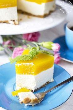 Sernik na zimno z mascarpone, z musem brzoskwiniowym, na ciasteczkowym spodzie. Kremowy, delikatny, piankowy. Idealny na Dzień Matki :) Polecam!