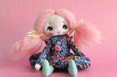 Petite Primerose OOAK poupée d'art fait main par ConfitureDePoeme