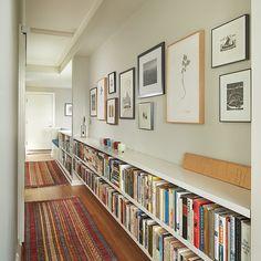 biblioteca no corredor