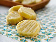 Zitronenkekse ist ein Rezept mit frischen Zutaten aus der Kategorie Südfrucht. Probieren Sie dieses und weitere Rezepte von EAT SMARTER!