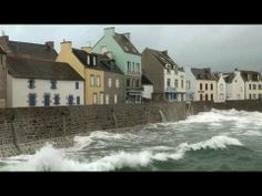 Tempête ILE DE SEIN - YouTube Wonderful Places, Celtic, Mansions, House Styles, World, Dolphins, Great Britain, Places, Manor Houses