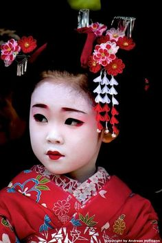 """""""Remember, geisha are not courtesans. The very word """"geisha"""" means artist. Japanese Geisha, Japanese Beauty, Japanese Kimono, Japanese Art, Geisha Japan, Kids Around The World, People Of The World, Japan Tag, Oriental"""