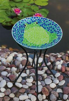 Bright and Cheerful Frog Mosaic Birdbath with Stand.  #frogdecor #birdbath #birdbaths