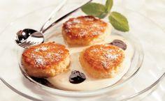 Von der Redaktion für Sie getestet: Topfen-Apfellaibchen mit Vanillejoghurt. Gelingt immer! Zutaten, Tipps und Tricks Chocolate Desserts, Sweet Tooth, Muffin, Gluten Free, Sweets, Bread, Meals, Cooking, Tricks