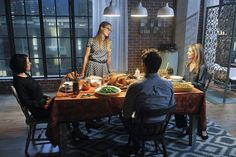 Original Supergirl Helen Slater makes her eagerly anticipated return as Kara's mom in an upcoming episode of CBS' Supergirl. Supergirl Series, Melissa Supergirl, Supergirl Season, Supergirl 2015, Supergirl And Flash, Marvel Series, Tv Series, Helen Slater, Film Home