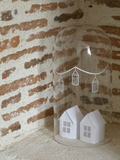 Etoile des Neiges Paper houses inside of glass dome Christmas Holidays, Christmas Crafts, Christmas Decorations, Xmas, Little White House, Little Houses, Deco Nature, The Bell Jar, Bell Jars