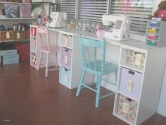 Sewing Craft Room Design Style with White Wooden Sewing Table and . Ikea Sewing Rooms, Vintage Sewing Rooms, Sewing Desk, Sewing Spaces, My Sewing Room, Sewing Tables, Sewing Machine Tables, Sewing Room Decor, Sewing Room Design