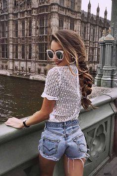 / White Crochet Blouse + Denim Short Shorts - End Fashion All Jeans, Sexy Jeans, Sexy Shorts, Short Shorts, Girl Outfits, Cute Outfits, Fashion Outfits, Fashion Trends, Denim Outfits