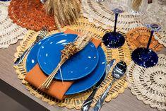 Vale inclusive misturar as tendências. Essa mesa posta, por exemplo, mistura a cor de 2020 com materiais naturais. Foto: Henrique Peron