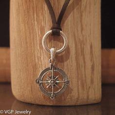 Het kompas is erg populair en staat symbool voor begeleiding, richting, bescherming, veiligheid, geluk en fortuin. Klik hier voor een uitgebreide beschrijv