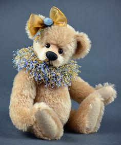 Tabby - 10 inch mohair bear by Vicky Lougher - www.vickylougher.com #artistbear #artistbears #teddybear #teddy #handmade