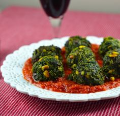 "SPINACH ""MEATBALLS"" IN SPICY TOMATO SAUCE – VEGAN & PALEO!"