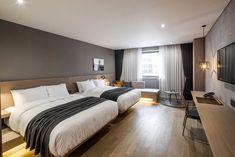 Hotel Bedroom Design, Modern Bedroom Design, Home Bedroom, Design Hotel, Modern Decor, Bedroom Furniture, Bedroom Ideas, Modern Hotel Room, Big Bedrooms