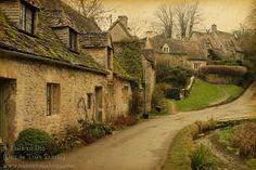 Straight Street -- where Parvin lives in Unity Village #ATime2Die #NadineBrandes