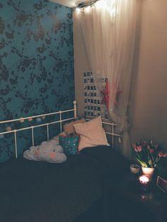 bedroom <3 #bedroom #bedding #magical #lights #tulips #home #homedecor #design #singlebed #instax #wallpaper