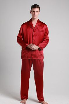 Enjoy sweet dreams about your next tee-time victory when clothed for the night in this set of comfortable mens silk pajamas. #pajamas #silk #lilysilk