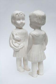 Lief popje van keramiek die er van houdt in iemands omgeving te zijn. Onderdeel van mijn afstudeerwerk aan ArtEZ Arnhem (en ze zijn te koop)!