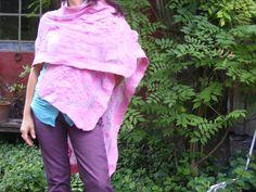 Ruana Gasa de algodón y lana merino. Tinte: cochinilla