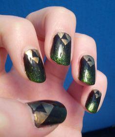 {Fingernails} Triforce Nails Mini-Tutorial