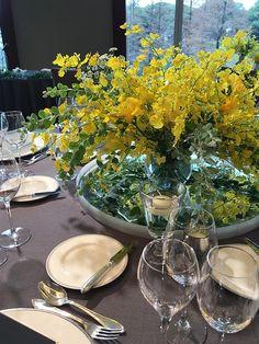 フラワーアーティストMASSAが手掛けるウェディングの新しいカタチ「MUKU」 Orchid Flowers, Orchids, Wedding Centerpieces, Floral Design, Table Settings, Table Decorations, Yellow, Floral Patterns, Place Settings