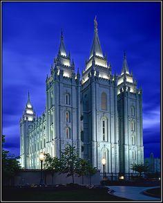 Salt Lake Temple Colors of Autumn - LDS Temple Pictures Utah Temples, Lds Temples, Idaho Falls Temple, Mormon Pioneers, Lds Temple Pictures, Salt Lake Temple, Mormon Temples, Salt Lake City, Barcelona Cathedral