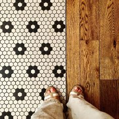 The cupcakes here @magnoliabakery on State St. #Chicago were as sweet & classic as their lovely daisy patterned mosaic tile floor. #tileinthewildwednesday #daisy #tile #lookdown #ihavethisthingwithtiles #floorcore #tileaddiction #fromwhereistand #mosaic