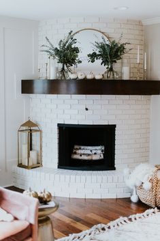 Living Room Design Idea with Fireplace. Living Room Design Idea with Fireplace. A Curved Fireplace Decorate In Brass and Nature Living Room Interior, Home Interior Design, Living Room Decor, Kitchen Interior, Interior Ideas, Living Area, Interior Livingroom, Interior Modern, Decor Room