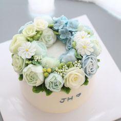 - ☄☄ 아기 백일 케이크 For Baby - #flowercake #flowercakeclass #mydearcake #mydear #korea #wilton #cakeclass #bakingclass #buttercream #baking #cake #flower #플라워케이크 #마이디어 #마이디어케이크 #베이킹클래스 #윌튼 #플라워케이크클래스 #koreacake #florist #flowerdecoration #rose #fondant #fondantcake #anniversary #100days #백일상 #백일케이크