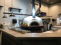 restaurant kitchen Open kitchen concept featuring a custom tiled Pizza Oven modular kit. La Cucina di Sophia serves food with a Brazilian-Italian fusion and wood fired pizza in Soap Lake, WA! What a great new restaurant! Pizzeria Design, Restaurant Design, Open Kitchen Restaurant, Pizza Kitchen, Rustic Restaurant, Pizza Restaurant, Kitchen Buffet, Wood Oven, Wood Fired Oven