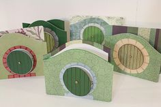 Hobbit Hole cards Hobbit Hole, The Hobbit, Camping Crafts, Fun Crafts, Diy Projects To Try, Craft Projects, Crafty Fox, Shaped Cards, Handmade Books