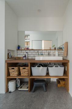 Japan Interior, Home Interior Design, Interior Styling, Interior Architecture, Interior And Exterior, Washroom Design, Wood Counter, Simple Furniture, Bathroom Toilets