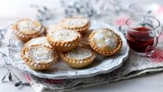Mince pies are a Christmas staple and this really easy mince pie recipe will soon become a family favourite. Use your favourite mincemeat and dust with beautiful icing sugar for an impressive festive high quality mincemeat, preferably homemade Easy Mince Pies, Mince Meat, Sweet Pastries, Christmas Baking, Christmas Recipes, Christmas Treats, Christmas Traditions, Christmas Pavlova, Pie Recipes