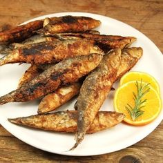 The fried sardines are a specialty from southern Europe. The delicious recipe is also very popular here in Germany. recipe The fried sardines are a specialty from southern Europe. The delicious recipe is also very popular here in Germany. Grilled Fish Recipes, Shrimp Recipes, Salmon Recipes, Indian Food Recipes, Greek Recipes, Vegetarian Fast Food, Sardine Recipes, Healthy Eating Tips, Healthy Recipes