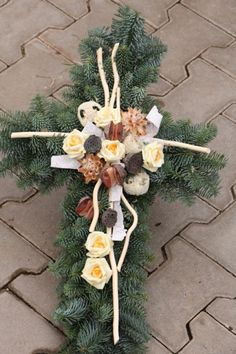 www.zahradnictvisebrov.cz dusicky Christmas Diy, Christmas Wreaths, Christmas Decorations, Christmas Ornaments, Holiday Decor, Funeral Floral Arrangements, Flower Arrangements, Deco Floral, Floral Design