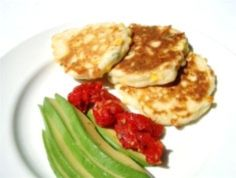 These pikelets are perfect for a Sunday brunch, a quick meal or in the kids' lunchboxes. Serve with crispy bacon, mushrooms sautéed in butter, slow roasted tomatoes, avocado slices or smoked salmon. Easy Family Meals, Quick Meals, Kids Meals, Pikelet Recipe, Snack Recipes, Cooking Recipes, Easy Recipes, Slow Roasted Tomatoes, Pancakes And Waffles