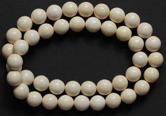 Colliers - Kette Perlen Kugeln 16 mm Mammut Bein - ein Designerstück von carvingcollection bei DaWanda
