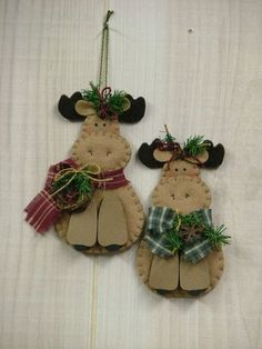 Make for my children Quilted Christmas Ornaments, Felt Christmas Decorations, Christmas Sewing, Felt Ornaments, Moose Crafts, Christmas Projects, Felt Crafts, Holiday Crafts, Homemade Christmas Gifts