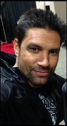 Manu Bennett. Sexiest voice on the planet.