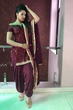 Pinterest: @pawank90 Sharara Designs, Kurta Designs Women, Blouse Designs, Punjabi Fashion, Bollywood Fashion, Asian Fashion, Punjabi Dress, Punjabi Suits, Salwar Suits