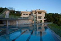 Water Falling Estate - Old Mamalahoa Hwy, Ninole, Hawaii Luxury Swimming Pools, Luxury Pools, Barn Pool, Diving Pool, Luxury Homes Dream Houses, Dream Homes, Hawaii Homes, Luxury Estate, Custom Home Designs