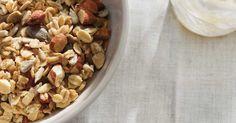 Granola to eat with yogourt. Granola, Ricardo Recipe, Brunch, Rolled Oats, Breakfast Recipes, Breakfast Ideas, Smoothies, Almond, Oatmeal