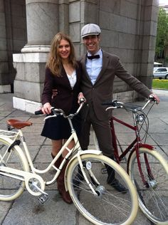 @Mcyclechic: Sesión de fotos Tweed Ride en Madrid. Promoción de la 3 Tweed Ride Madrid para el 9 de junio 2013. Con Pilen, Aspen Club y Show me English.