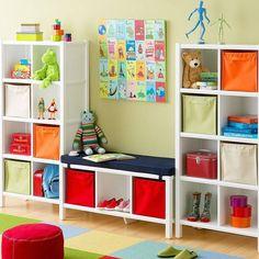O quarto do seu filhote está uma bagunça??? Você pode organizar os objetos do pequeno! Opte pelos tradicionais modelos em tecido organizados dentro de nichos. Os brinquedos poderão ser vistos facilmente além de deixarem o espaço organizado. #santaajuda #organização #dicas #GNT #micaelagoes #brinquedos