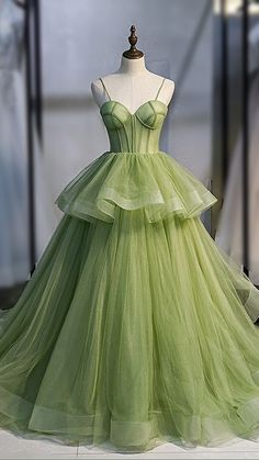 Pretty Prom Dresses, Elegant Dresses, Homecoming Dresses, Cute Dresses, Beautiful Dresses, Vintage Prom Dresses, Crazy Dresses, Vintage Ball Gowns, Sweet 16 Dresses