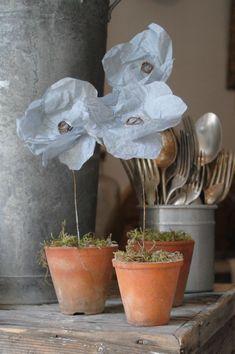 Les jolies fleurs en papier et fil de fer de l'atelier des ours à Uzes